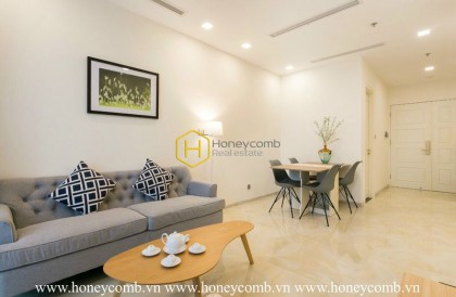 Opulent place right in this 1-bedroom Vinhomes Golden River apartment