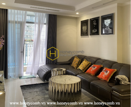 Modern style coupled with this apartment's natural palette style in Vinhomes Central Park