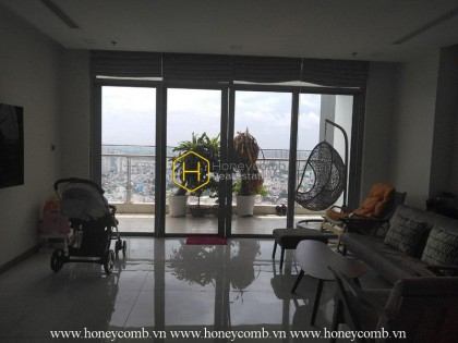 This aesthetic and stunning 4 bed-apartment from Vinhomes Central Park