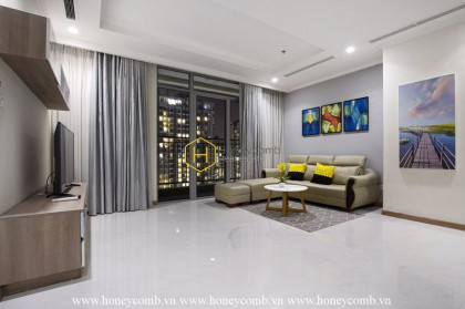 This gorgeous apartment in Vinhomes Central Park promises to give you your most enjoyable time