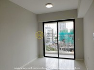 The 2 bed-apartment is both wide and airy at Masteri An Phu