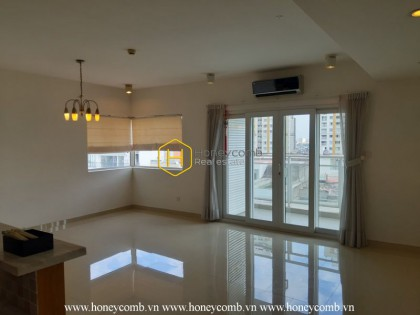 How sun-lighted it is in this  apartment! Now for rent at River Garden