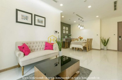 Welcome to this sun-filled charm apartment in Vinhomes Central Park!