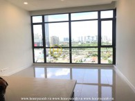 Creat your ideal living space with this spacious and unfurnished apartment in Nassim