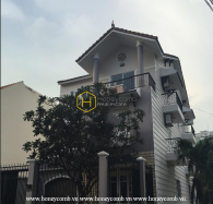 Shiny villa with full modern amenities for rent in District 2
