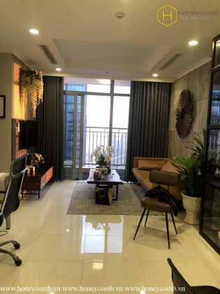Lovely 2-bedroom apartment in Vinhomes Central Park for rent