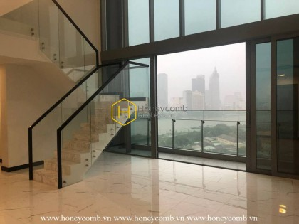 Start a new amazing day with panoramic river and city view in this duplex apartment in Empire City
