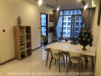Simple and convenient 2-bedroom apartment in Vinhomes Central Park for rent
