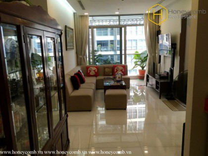 Simple style with 2 beds apartment in Vinhomes Central Park for rent