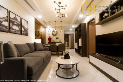 Beautiful and cozy decorated with 2-bedrooms apartment in Landmark 81