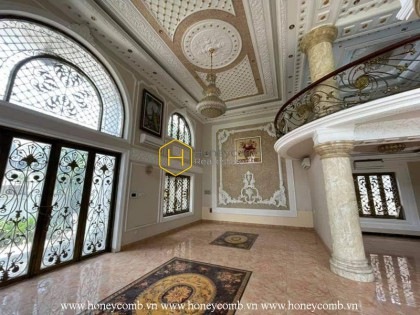 Western style decoration as an royal castle in this District 2 Villa