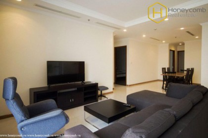 Wide Space with 4 bedrooms apartment in Vinhomes Central Park for rent