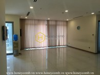 Amazing right ? Such a spacious and sun-filled apartment in Vinhomes Central Park for rent !