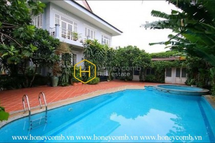 District 2 Villa : alluring, peaceful and styish