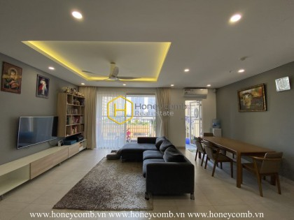 Tropic Garden apartment: a combination of deep dark black and fresh light white