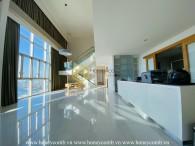Căn hộ duplex ở The Vista với tông màu đất thu hút mọi ánh nhìn
