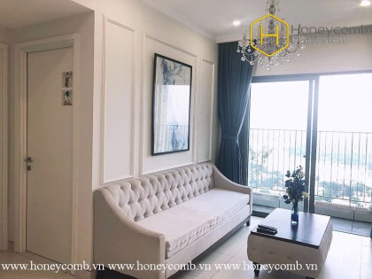 You will be fascinated with high-class furniture and warm tones of this 2 bed-apartment from Masteri Thao Dien
