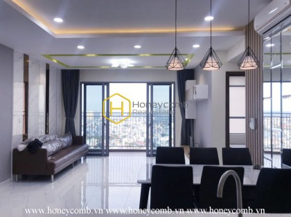 Get a luxurious life in this gorgeous Palm Height apartment