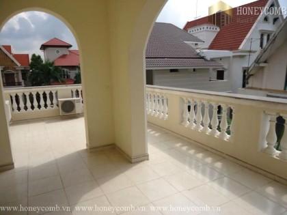Ingenious and elegant 4 bedrooms apartment in Villa Thao Dien